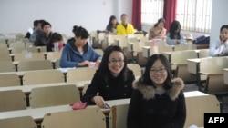 2011年11月27日考生在合肥正準備開始中國公務員考。當時在全國范圍內有133萬名考生參加考試﹐競爭獲得18,000個政府職位。