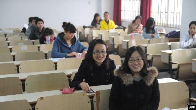 Các ứng cử viên dự thi làm công chức chính phủ tại Hợp Phì, tỉnh An Huy, phía đông Trung Quốc, ngày 27/11/2012.