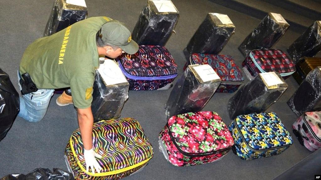 Resultado de imagen para Encuentran 16 maletas llenas de cocaína dentro de la embajada de Rusia en Buenos Aires