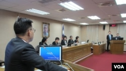 台湾立法院外交及国防委员会3月19号质询的情形 (美国之音张永泰拍摄)