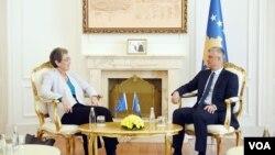Predsednik Kosova Hašim Tači i bivši izvestilac Evropskog parlamenta za Kosovo Ulrike Lunaček, 31. oktobar 2017.