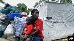 海地地震的幸存者仍住在帐篷里