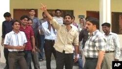 طلبہ اور اساتذہ نے بدھ کو احتجاج شروع کیا تھا