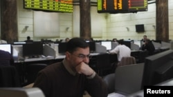 Traders work at the Egyptian stock exchange in Cairo, January 3, 2013.