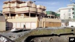 阿富汗街頭,蘇聯軍隊裝甲運兵車的殘骸。 (2020年2月15日)