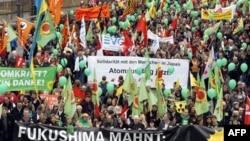 Người biểu tình diễu hành ở Cologne, Đức, để phản đối năng lượng hạt nhân, 26/3/2011