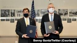 اسرائیل کے وزیرِ دفاع بینی گینتز نے جمعرات کو امریکی ہم منصب مارک ایسپر سے ملاقات کی۔