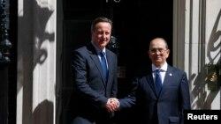 영국을 방문중인 테인 세인 버마 대통령(오른쪽)과 영국의 데이비드 캐머런 총리(왼쪽).