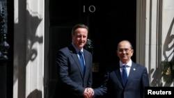 PM Inggris David Cameron menyambut kedatangan Presiden Burma Thein Sein di Jalan Downing, pusat kota London (15/7).