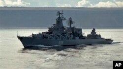 Ракетный крейсер Северного флота «Маршал Устинов» в Баренцевом море. Архивное фото.