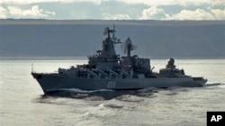 Tuần dương hạm tên lửa Nga Marshal Ustinov trên đường đến vùng biển Barents (hình tư liệu).