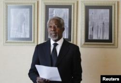 Kofi Annan lisant une déclaration après sa rencontre avec Bashar el-Assad à Damas (11 mars 2012)