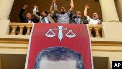 ທ່ານ Mohamed Morsi ປະທານາທິບໍດີທີ່ຖືກເລືອກຕັ້ງໃໝ່ຂອງ ອີຈິບ. ວັນທີ 25 ມິຖຸນາ 2012.