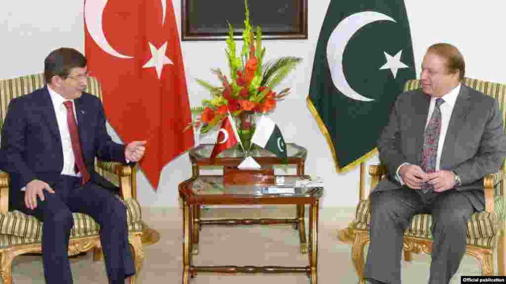 وزیراعظم نواز شریف نے ترک وزیراعظم کے ساتھ مذاکرات میں دو طرفہ تعلقات کو مزید مستحکم کرنے کے عزم کا اعادہ کیا۔