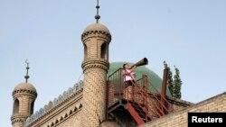 Імам закликає уйгурів-мусульман до молитви