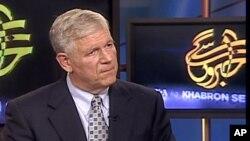 جنرل (ر) رچرڈ مائرز 'خبروں سے آگے' کو انٹرویو دیتے ہوئے