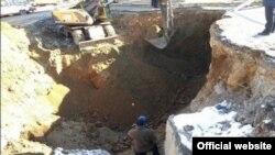 Lokacija u kamenolomu Rudnica, gde je počelo iskopavalje posmrtnih ostataka ( Fotografija kosovske vlade)