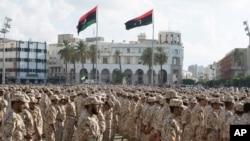 Les unités militaires qui opèrent sous le gouvernement de Tripoli, lors de la célébration du 75e anniversaire de la création de l'armée libyenne à la place des Martyrs, Tripoli, Libye, 13 août 2015.