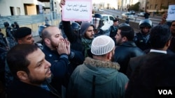 Protesters near Interior Ministry Square in Amman, Jordan shouted anti-government slogans on Wednesday. (Y. Weeks for VOA)