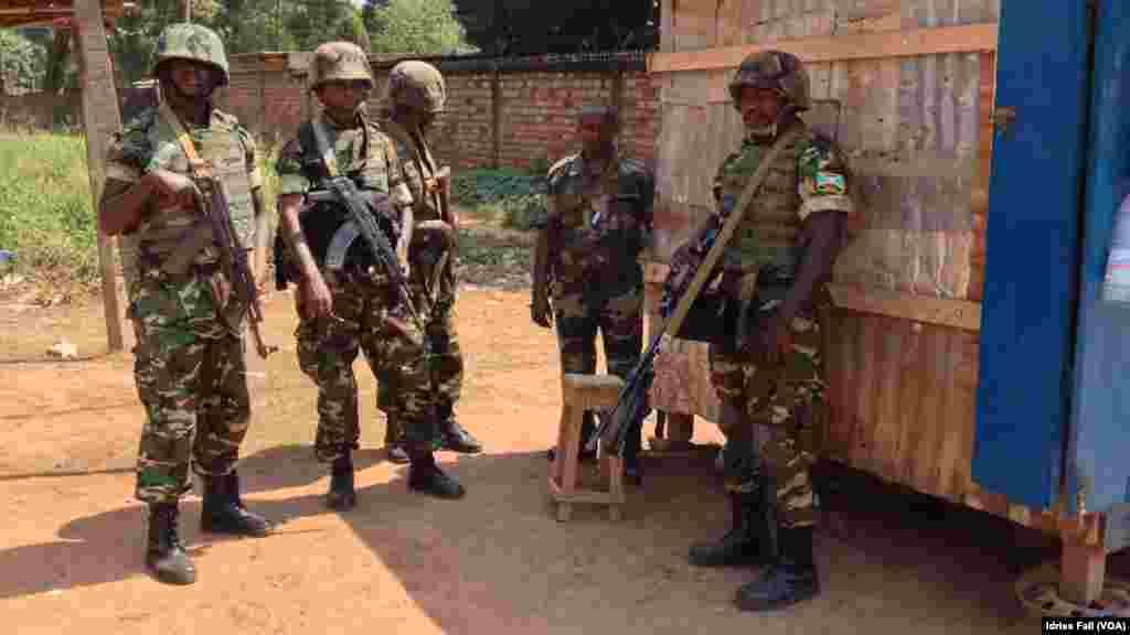 Soldats Burundais au Quartier Combattants.