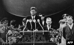 Başkan John Kennedy Berlin'de Almanlara hitap ederken