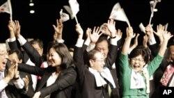 2018년 동계 올림픽 개최지 결정에 기뻐하는 평창 올림픽 유치위원들