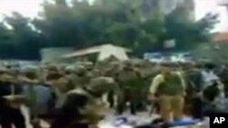 시위대를 진압하는 시리아 정부군
