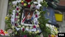Foto Danny Chen, tentara Amerika yang tewas dalam misi di Afghanistan terpasang di kendaraan yang mengangkut jenasahnya ke tempat pemakaman di New York (Foto: dok).