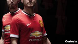 El patrocinio de Adidas con el Manchester United dará inicio hasta en la campaña de 2015. Por ahora sigue Nike con Chevrolet.