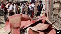 15일 이라크 바그다드 인근의 차량 폭탄 테러 현장.