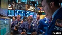 Situasi di Bursa Efek New York (NYSE), 23 Oktober 2013. (REUTERS/Brendan McDermid)