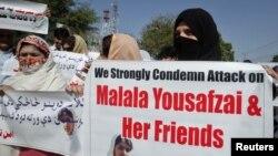 巴基斯坦活動人士抗議塔利班攻擊女童事件