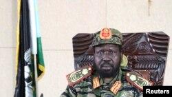 Presiden Sudan Selatan Salva Kiir di kantornya di Juba (16/12). Presiden Salva Kiir mengumumkan diberlakukannya jam malam di Juba, pasca bentrokan faksi-faksi militer di ibukota negara tersebut, Minggu malam, 15 Desember 2013.