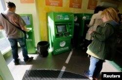 Trạm ATM của ngân hàng Sberbank ở St. Petersburg, Nga, 16/9/2014.