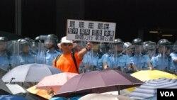 本土派人士指雨傘運動後警民關係惡化 (美國之音 湯惠芸拍攝)
