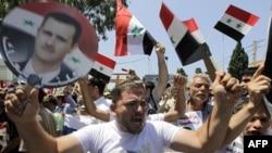 Bashar al-Assad tarafdorlari uni quvvatlab namoyishga chiqqan