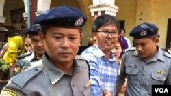 Phóng viên Reuters Wa Lone ra tòa ngày 23/1/2018.
