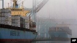 미국 서부 로스앤젤레스 항에 컨테이너선들이 정박해있다. (자료사진)