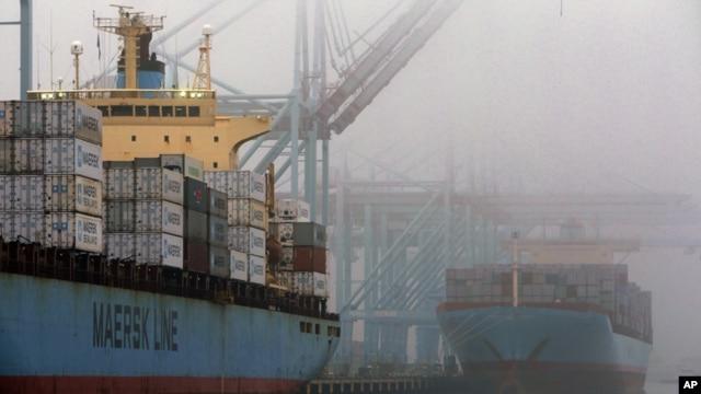 지난해 12월 미국 로스엔젤레스항에 정박해있는 화물선.