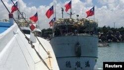 지난 7월 타이완 타이핑에서 어선이 출항하고 있다. (자료사진)