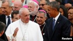 د امریکا جمهور رئیس باراک اوباما د پاپ فرانسس روغبړ ته هوايي ډګر ته ورغلی و.