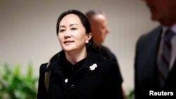 Huawei Chief Financial Officer Meng Wanzhou meninggalkan Mahkamah Agung British Colombia untuk istirahat makan siang pada sidang ekstradisi di Vancouver, British Columbia, Kanada, 20 Januari 2020.