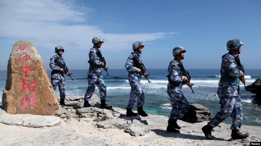 中國軍人在伍迪島(永興島)巡邏。 (2016年1月29日)