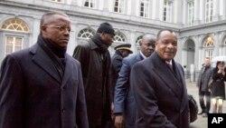 Le président Denis Sassou Nguesso (à droite) le 3 mars 2015 à Bruxelles. (AP Photo)