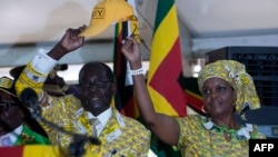 FILE - Zimbabwean President and Zanu PF leader Robert Mugabe (L) and his wife Grace greets delegates during the official opening of the 6th Peoples Congress of Zanu-PF in Harare, Dec. 4, 2014.