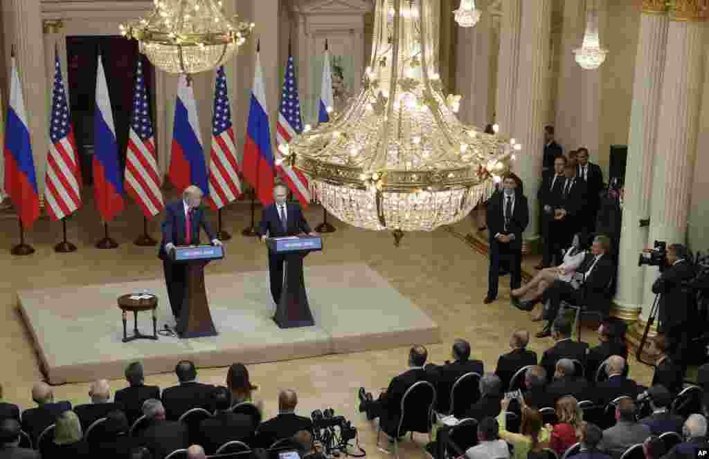 یک روز بعد از دیدار پرزیدنت ترامپ و رئیس جمهوری روسیه، سران حزب جمهوریخواه در سنا و مجلس نمایندگان آمریکا از سخنان آقای ترامپ گفت روسیه دلیلی برای مداخله در انتخابات نداشت، انتقاد کردند.