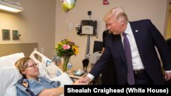 Predsednik Donald Tramp sa povređenima u napadu u Las Vegasu