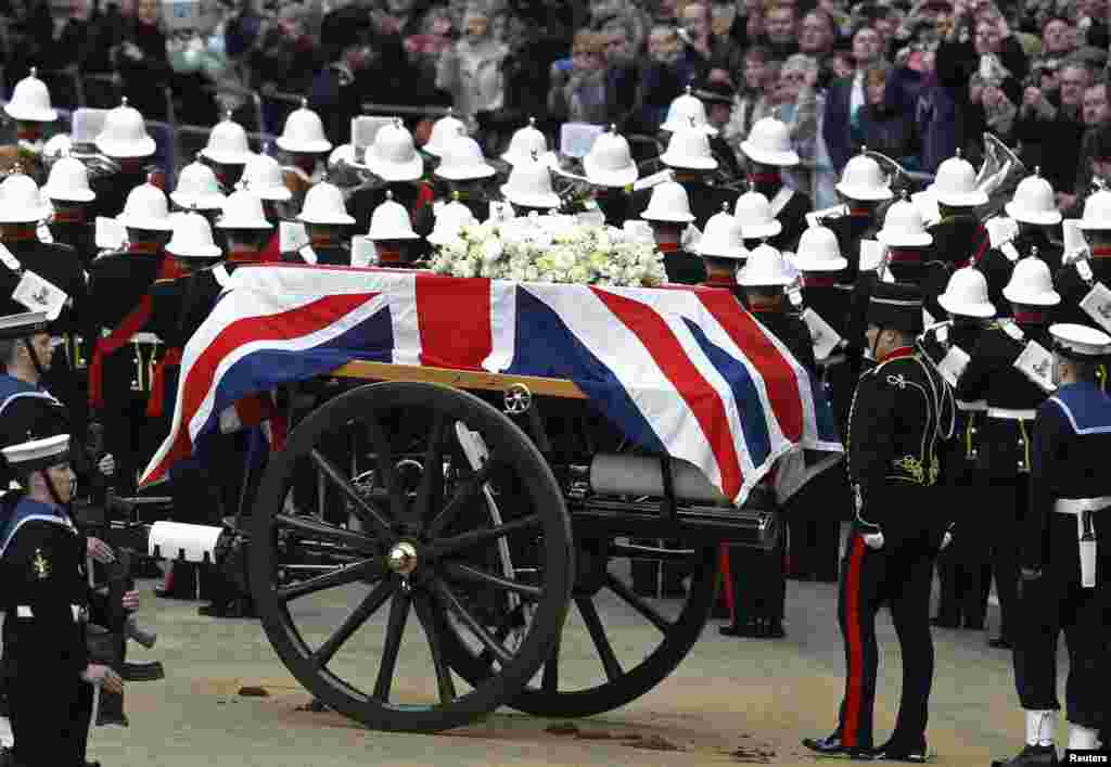 The funeral procession of former British prime minister, Margaret Thatcher, travels along Ludgate Hill to her funeral service at St Paul's Cathedral. The coffin was borne on a Gun Carriage drawn by the King's Troop Royal Horse Artillery.