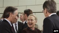 Hillary Klinton: Liria e lëvizjes duhet të rikthehet në Veri