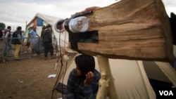 The crew roam the camp, which is home to 12,000 people, asking refugees about their plight (J. Owens/VOA).